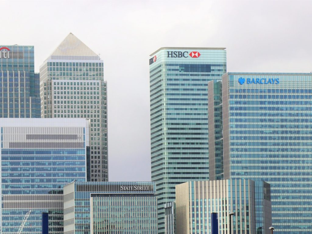 Why Should You Choose a Career in Banking?